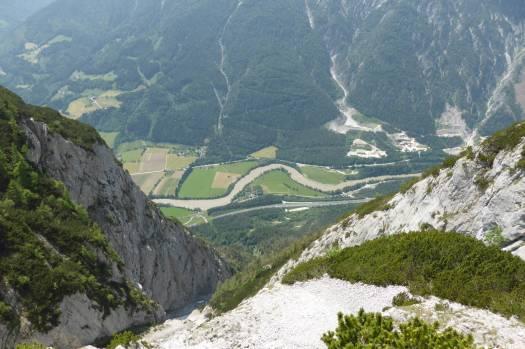 Aus 1,5 Kilometern Höhe blickt man ins Tal.