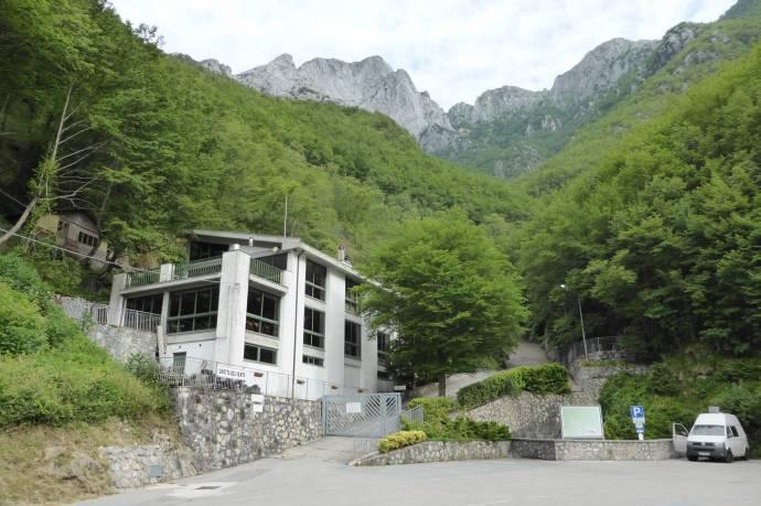 Eingangsgebäude und Museum der Grotta del Vento