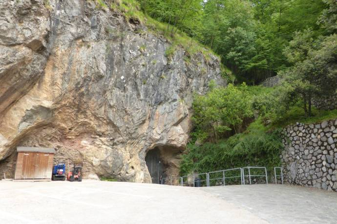 Höhleneingang.