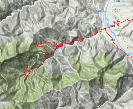 Die Straße um die Grotte del Vento ist kurvenreich und verläuft entlang eines Talkessels, der so tief  und weit rumgezogen ist, dass er sogar GPS-Signale abschirmt.