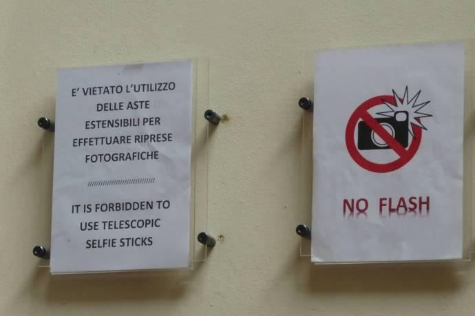 No Selfiesticks!
