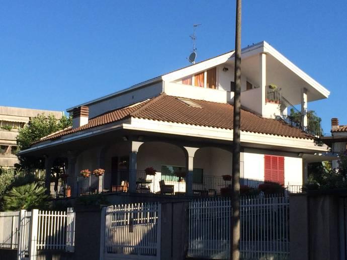 Die Villa Bellusci in Rho, einem Vorort von Mailand.