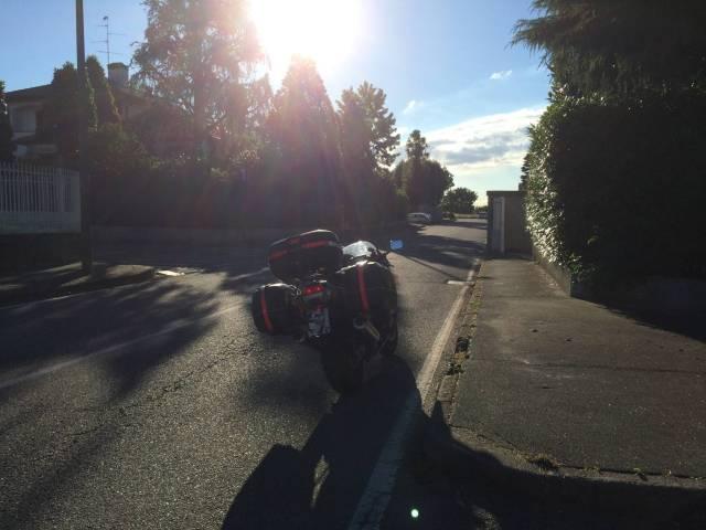 Abfahrbereit: Das Motorrad in Mailand, bereit für die Reise über die Alpen.