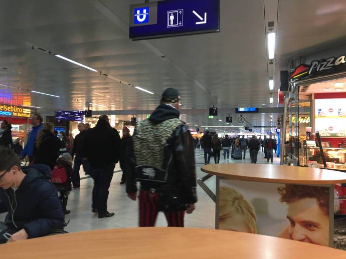 Schon häßlich: Bahnhof DüDo.