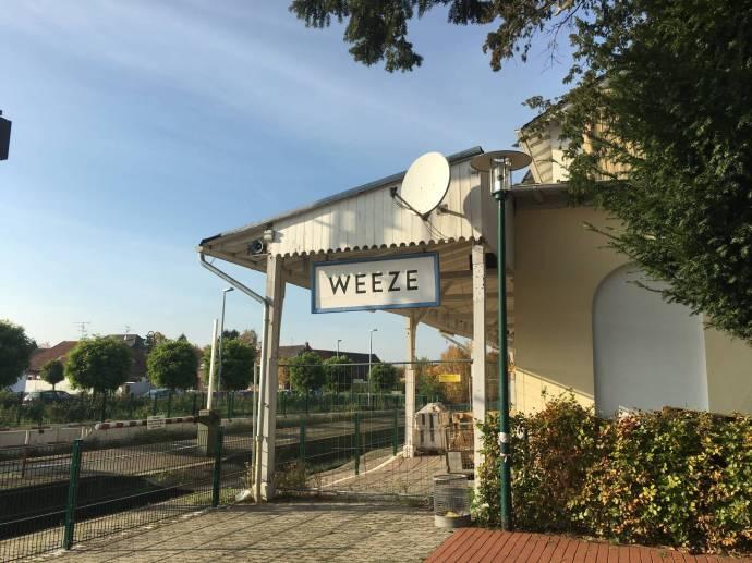 Schnuckig: Bahnhof Weeze.