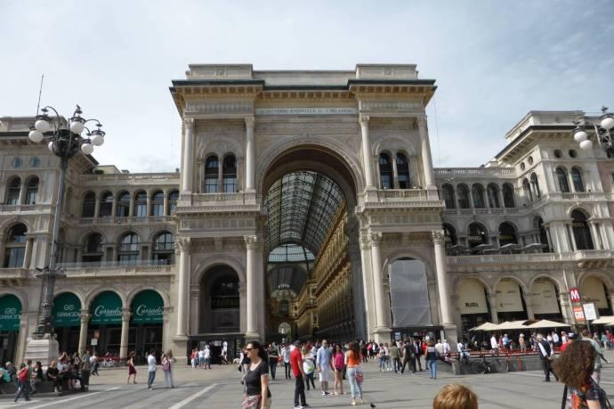Rausgeputzt: Im Februar verbarg sich die Galleria noch unter Planen. Jetzt strahlt sie wieder, hochdruckgereinigt.