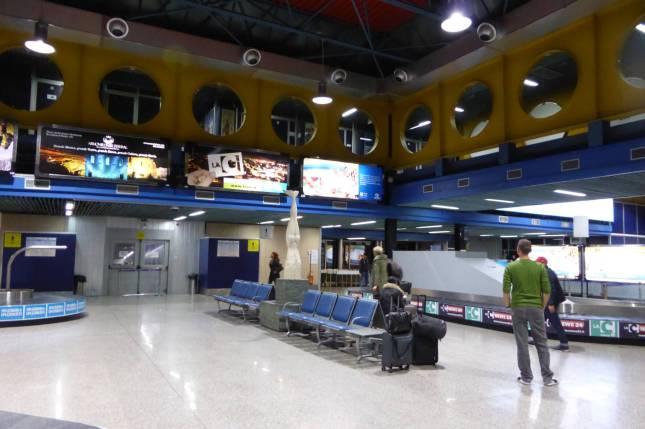Das Innere des Flughafens. Modnerd glaubt kurz, schon mal hier gewesen zu sein, aber da irrt er.