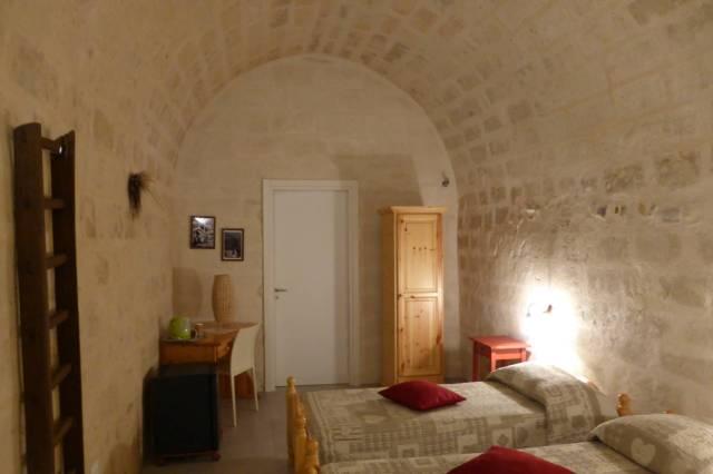 ... dessen Zimmer in ehemaligen Lagerhöhlen untergebracht sind.