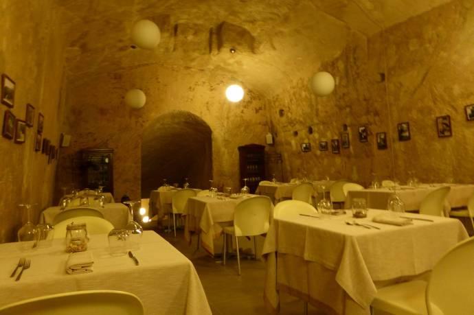 Das Restaurant. Auch in einer Sassi.