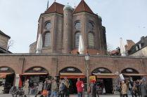 Heilig-Geist-Kirche und Viktualienmarkt.