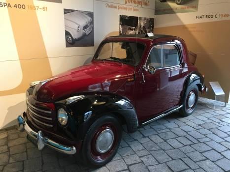 Ein Fiat 500 aus den 50ern, sieht aber aus wie ein Ford aus den 30ern.