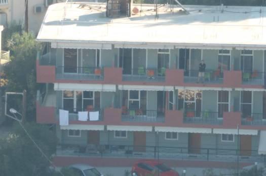 Der mittlere Balkon im oberen Stockwerk war unserer.