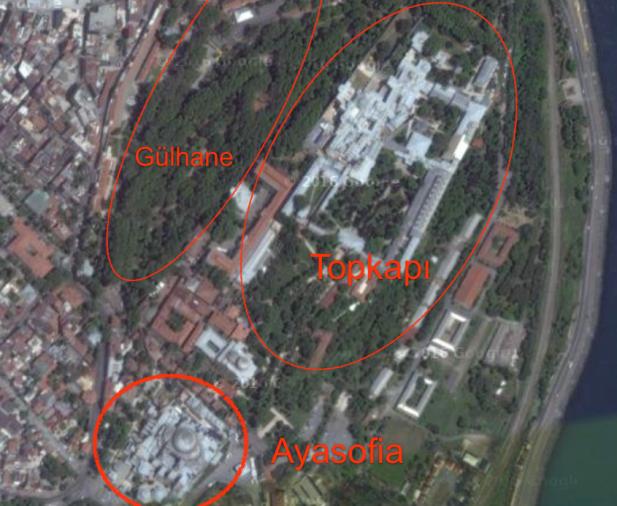 So ist die Lage: Der Topkapi-Palast liegt auf einem Bergrücken. Westlich davon der Gülhane-Park, im Süden die Hagia Sophia. Gut zu sehen: Die ehemalige Kirche ist so groß wie ein ganzer Häuserblock.