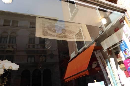 Gibt es heute noch im gleichen Geschäft zu kaufen: Künstlerladen neben dem Hard Rock Café.