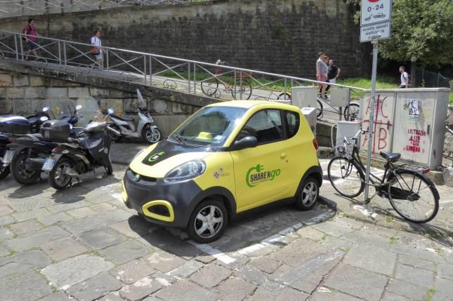 Das kleine Gelbe Auto gibt es immer noch, allerdings als neues Modell.