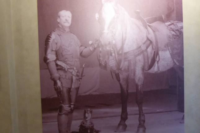 Stibbert mit Pferd.
