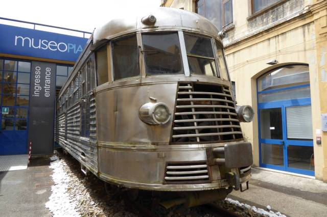 Ein Schienenbus.