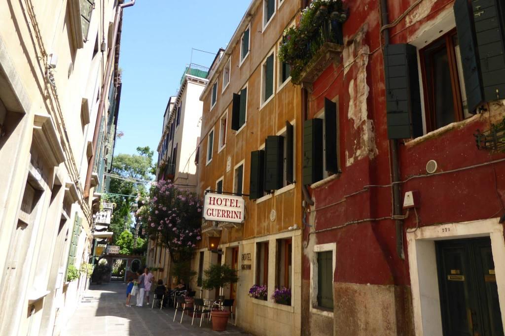 Das Hotel Guerrini unweit vom Bahnhof. Sehr empfehlenswert, hier habe ich mal eine Woche gewohnt.