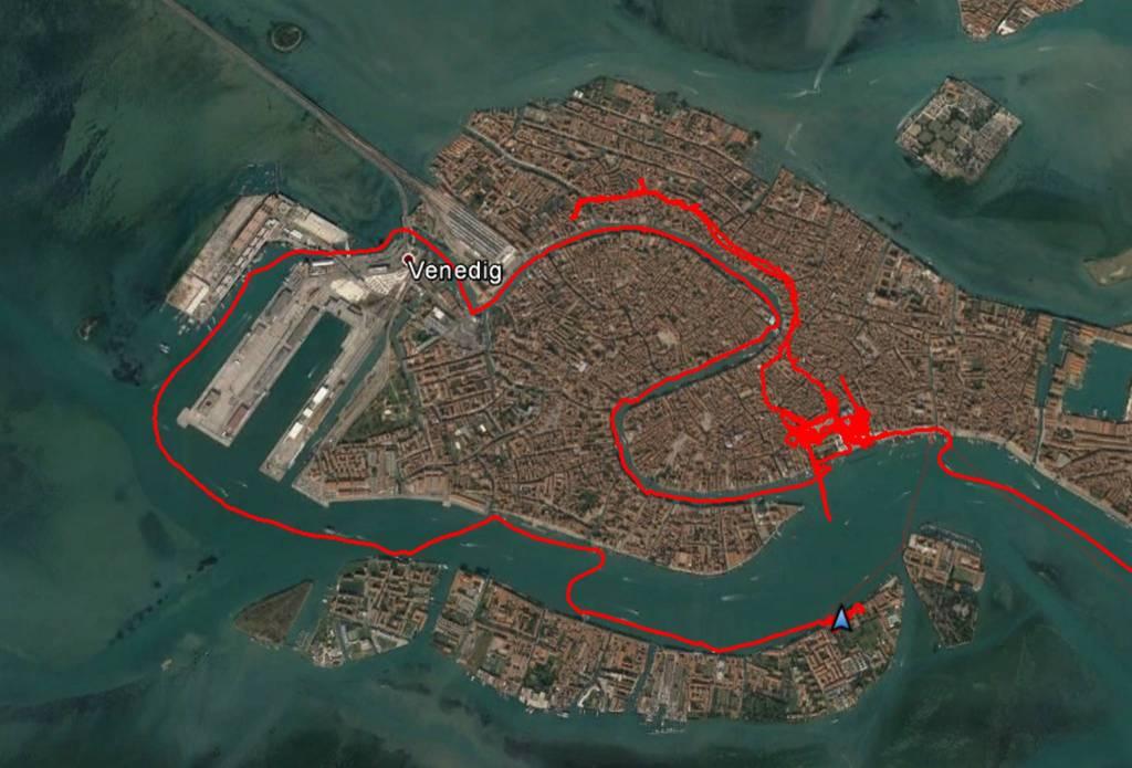Tour um Venedig herum mit dem Vaporetto, dem Wasserbus.